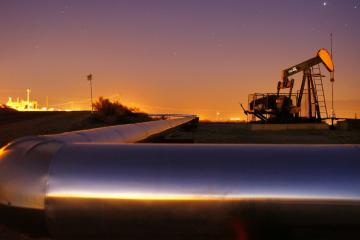 Нефть дешевеет на фоне увеличения добычи в США