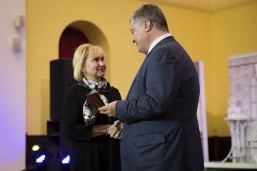 Porochenko a décerné l'ordre «Pour le courage» à Roman Souchtchenko