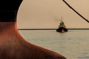 ロシア国境警備隊、ウクライナ艦船に対し発砲、乗員1名負傷