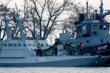俄罗斯在刻赤海峡拦截140多艘船只