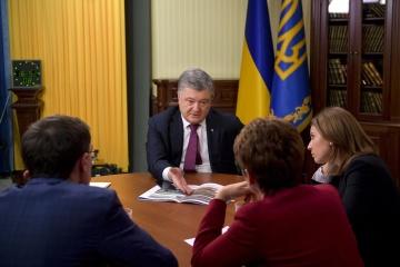 Porochenko: Le nombre de chars russes près de la frontière ukrainienne a triplé