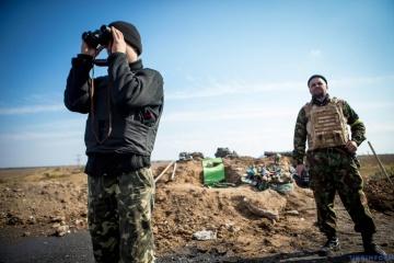 Wojska okupacyjne w Donbasie rozmieszczają stanowiska strzeleckie w pobliżu domów