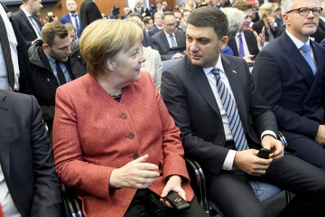 Groysman, Merkel discuss situation in Sea of Azov