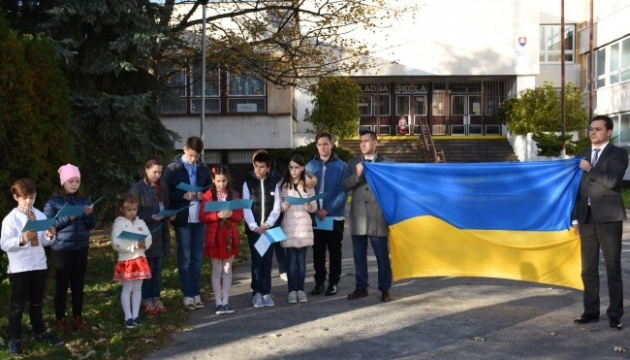 Ukrainians of Bratislava join action 'Light a candle of remembrance!' Photos