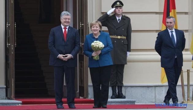Меркель встретится со студентами КНУ им. Шевченко