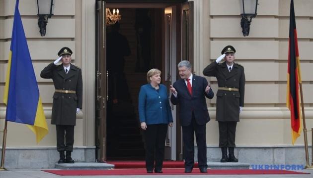 Порошенко встретился с Меркель в Мариинском дворце