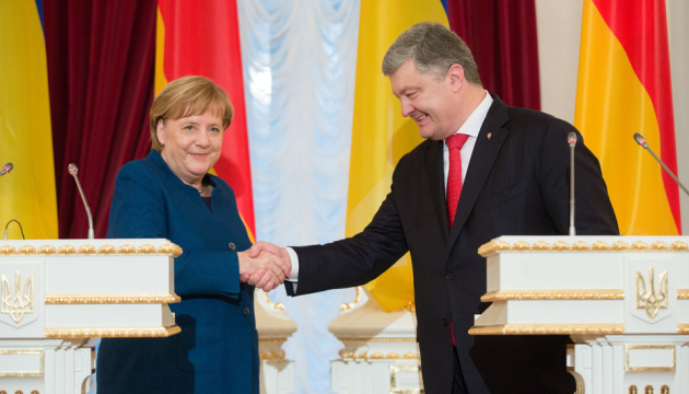 Poroshenko, Merkel discuss threats of escalation in Sea of Azov