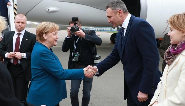Кличко поблагодарил Меркель за поддержку Украины