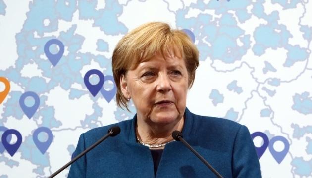 Меркель закликала Путіна звільнити українських моряків
