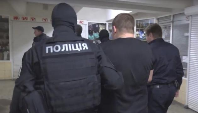 Копа, причетного до жорстоких вимагань у харківському метро, залишили під вартою