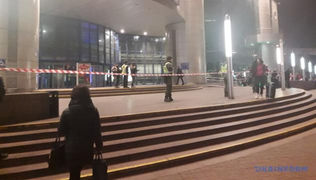 キーウ駅とバスターミナルの避難:「爆発物設置実行犯」は25万フリヴニャを要求