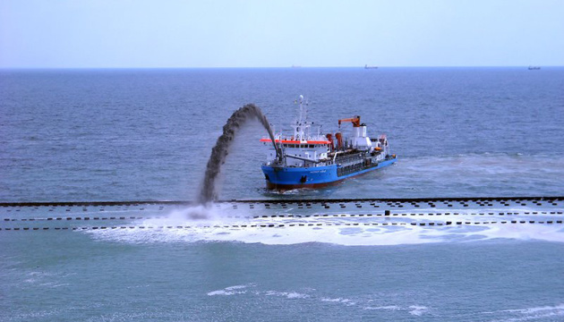 Адміністрація морпортів збільшила на 12% обсяг днопоглиблення власним флотом