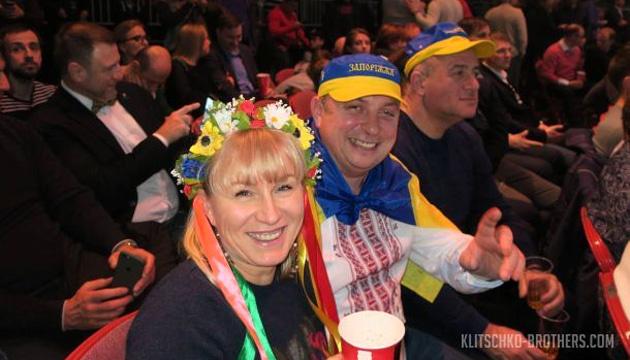 Более 600 украинцев поддержат боксера Усика в Манчестере
