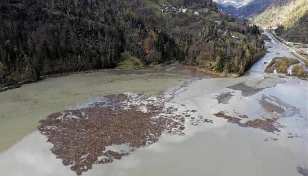 Оползень в Италии отрезал от мира горные городки и села