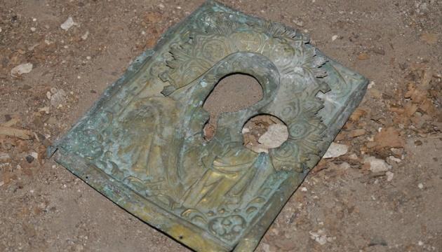 На чердаке Андреевской церкви нашли оклад от иконы XIX века