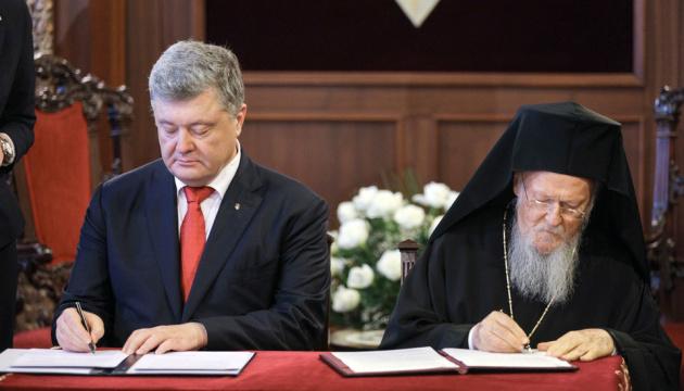 Poroshenko y el Patriarca Bartolomé I firman un Acuerdo de Cooperación (Vídeo)