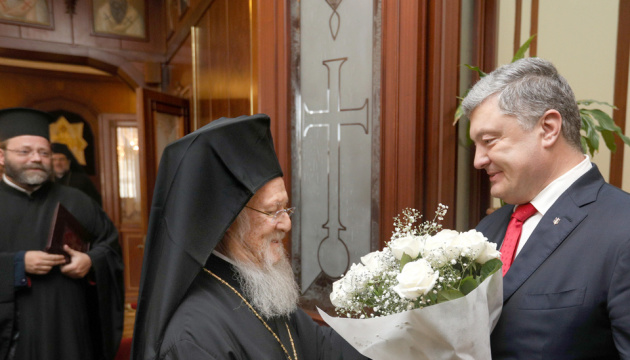 Poroshenko, Patriarch Bartholomew sign agreement on cooperation