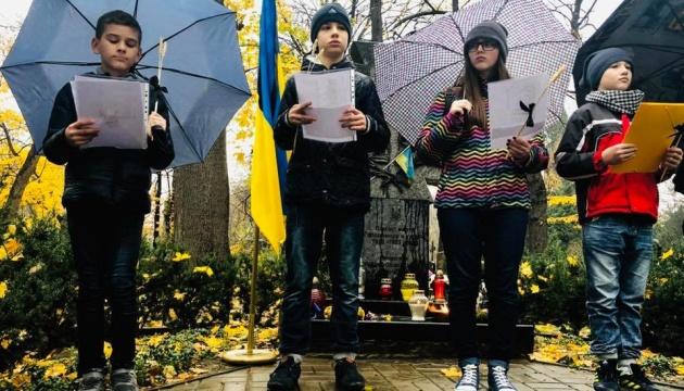 В Варшаве зажгли свечи в память жертв Голодомора