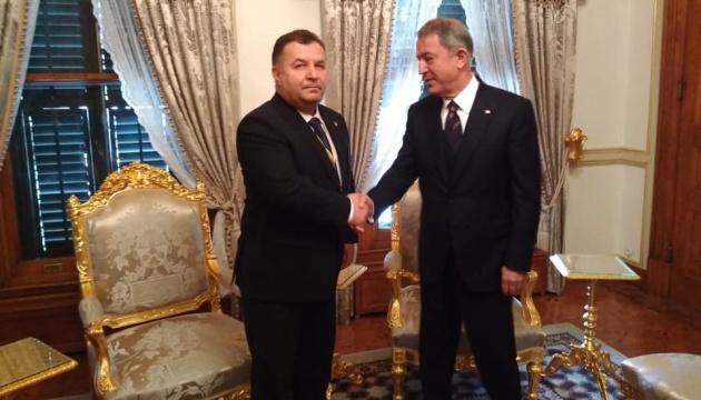 Полторак обсудил с турецким коллегой безопасность в Черноморском регионе