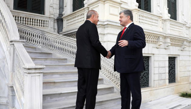 Poroshenko invites Turkey to join UN peacekeeping mission in Donbas