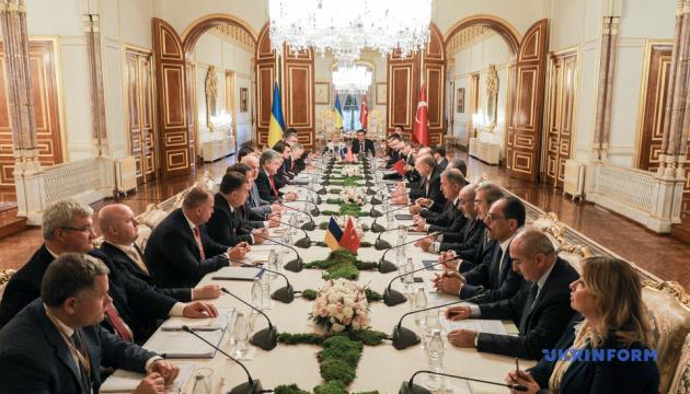 Переговори президентів України і Туреччини тривали понад годину