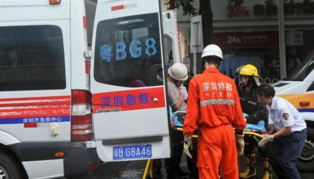В Китае грузовик врезался в колонну машин, погибли 14 человек