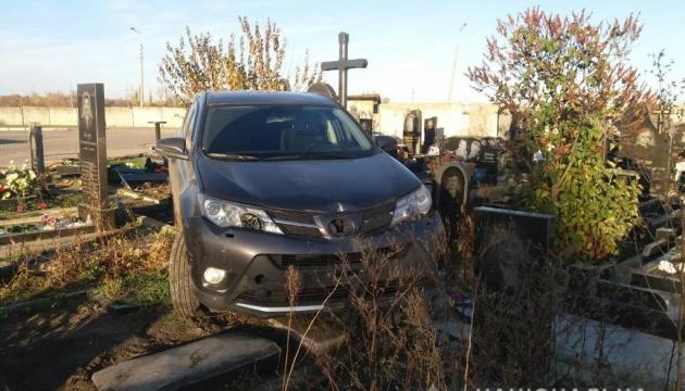 Священник УПЦ МП проехался по надгробиям на кладбище, полиция выясняет детали