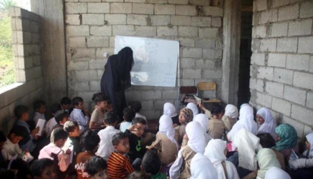 В Йемене учитель устроил в своем доме школу для 700 учеников
