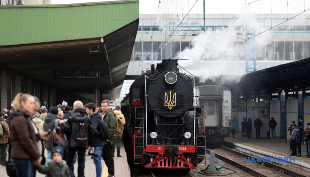 В Киеве ко Дню железнодорожника запустили экскурсионный ретропоезд