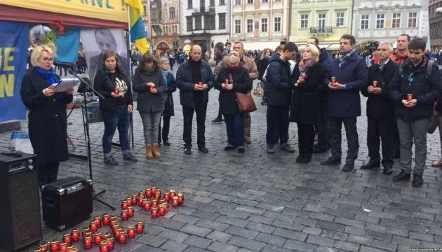 У Празі запалили свічки пам'яті жертв Голодомору