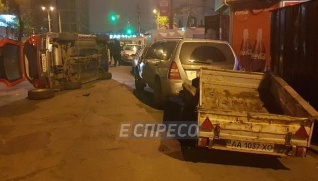 В Киеве пьяная женщина перевернулась на авто
