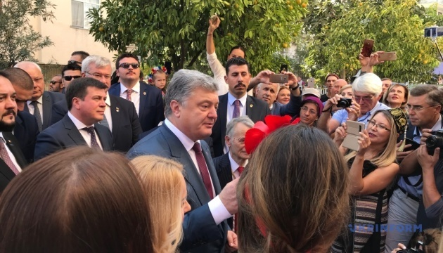 Poroshenko opens Ukrainian community center in Antalya