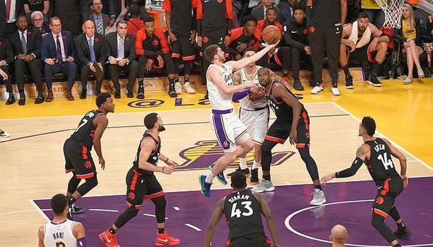 Баскетбол: Михайлюк набрал 2 очка в матче НБА против