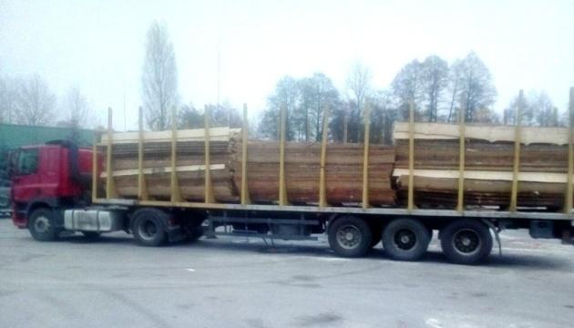Житомирщина відправила постраждалим в Ічню вантажівку пиломатеріалів