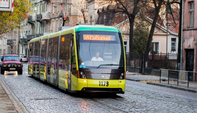 В трамваях и троллейбусах Житомира запустят сервис для отзывов через QR-коды