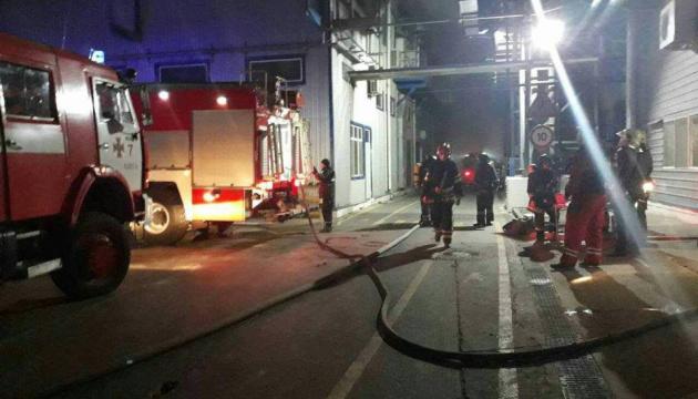В Одесской области всю ночь тушили пожар на маслозаводе
