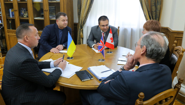 Poltorak meets with senior advisors from NATO countries