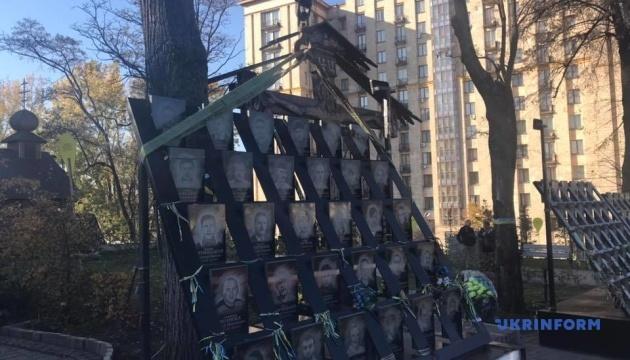 В Киеве демонтируют мемориал Героям Небесной сотни