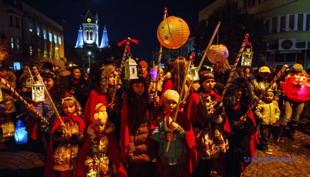 Гастролокації та хоровий фестиваль: як Мукачево зустріне День святого Мартина