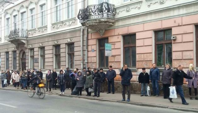 Транспортный коллапс в Тернополе: маршрутчики до сих пор отказываются работать
