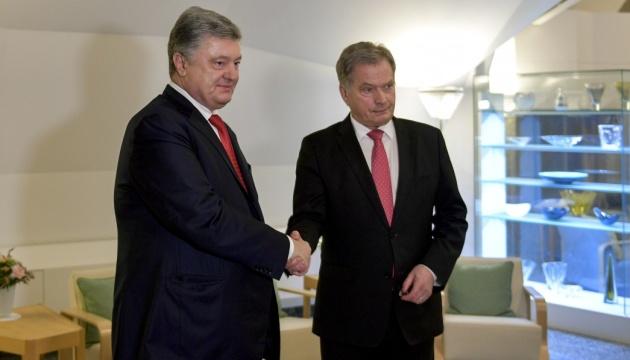 Президенты Украины и Финляндии обсудили совместные действия по освобождению узников Кремля