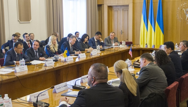 Українські та американські дипломати обговорюють у Києві зброю та загрози агресії РФ