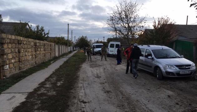 Оккупанты пришли с обыском к крымским татарам, двое задержанных