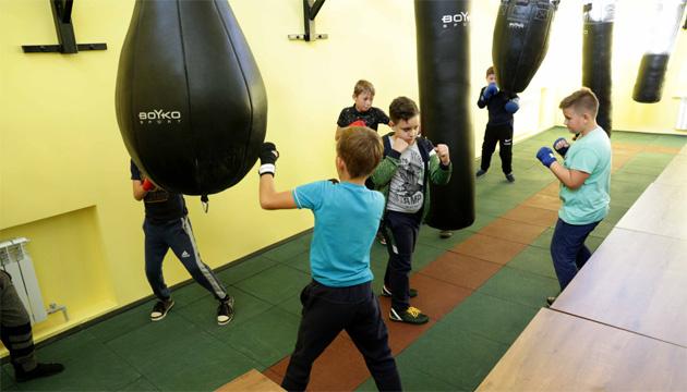 В Кременной на Луганщине после ремонта открыли современный зал бокса