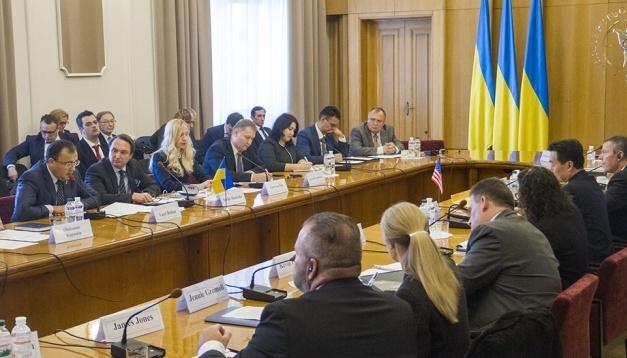 Ukrainische und amerikanische Diplomaten besprechen in Kyjiw Waffen und Bedrohungen der russischen Aggression