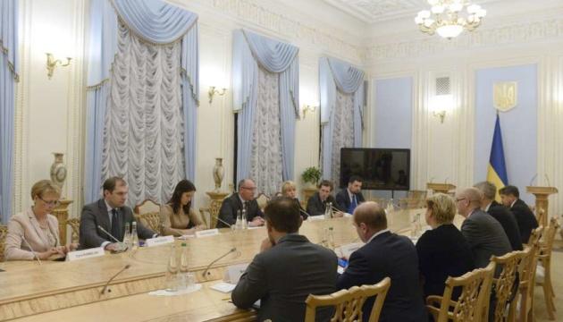 El presidente del Parlamento ucraniano se reúne con expertos del FMI