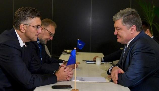 Poroshenko y Plenković discuten la coordinación de los esfuerzos para detener la injerencia rusa en las elecciones