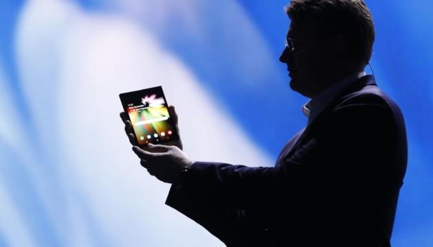Samsung представив смартфон із гнучким екраном