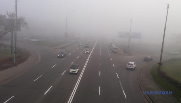 Україна не виходить з туману, вдень прогріє до +21-24°