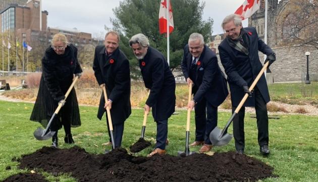 В Канаде заложили мемориал жертвам коммунизма